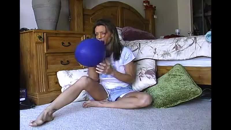 Jaimy Looner Sit-pops Blue Balloon in bedroom