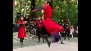 Лезгинка против Брейк Данса //2019// АДАТ vs Язык Тела // парк Сокольники // Break Dance vs Lezginka
