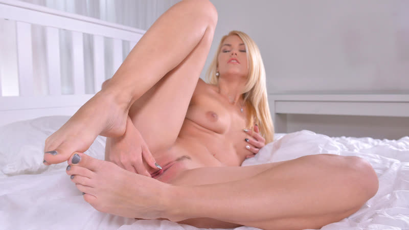 Izzy Delphine HD Porn, Blonde, Teen, Big Ass, Natural Tits, Solo, Masturbation, Foot Fetish, Feet, Stockings,