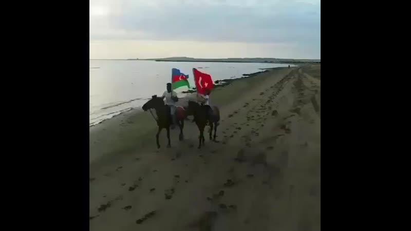 """Sözünden geldiğini düşündüğü ve """"Ateşler Ülkesi"""" dediği Can Azerbaycanımızın 101. kuruluş yıl dönümü kutlu olsun!"""