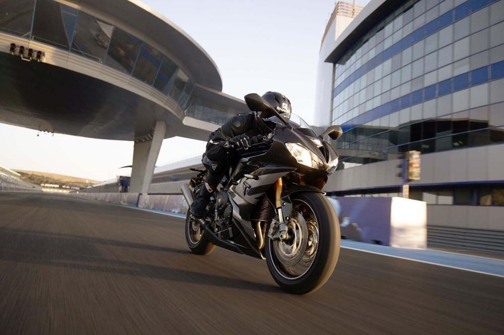 Мотоцикл Triumph Daytona Moto2 765 представили в Сильверстоуне