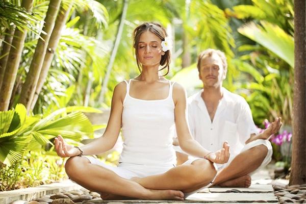 Слово «йога» происходит от древнего санскритского языка и означает объединение или «иго» ума и тела.