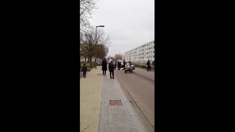 Après Villejuif Metz la police réagit proportionnellement en neutralisant un individu menaçant armé dun couteau et hurlant All