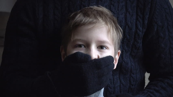 Когда мне бьло года 3-4, меня чуть не украл из детского сада какой-то