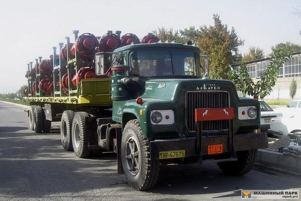 Среди прочих стран в грузовой отрасли Иран резко выделяется Для любителей старых машин это музей под открытым небом. Из-за многолетнего эмбарго поставок современной техники не было почти