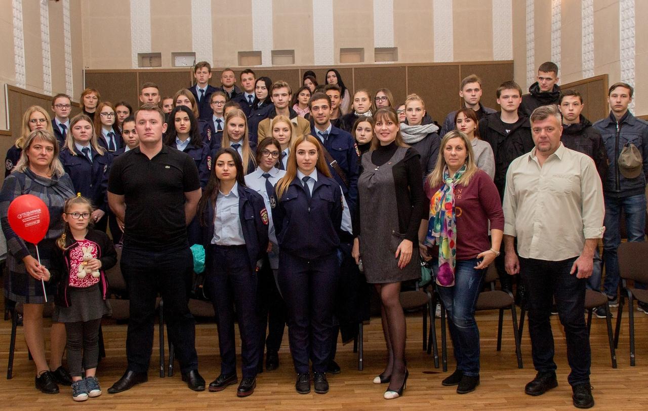 Празднование Дня флага прошло в Донецком городском молодежном центре