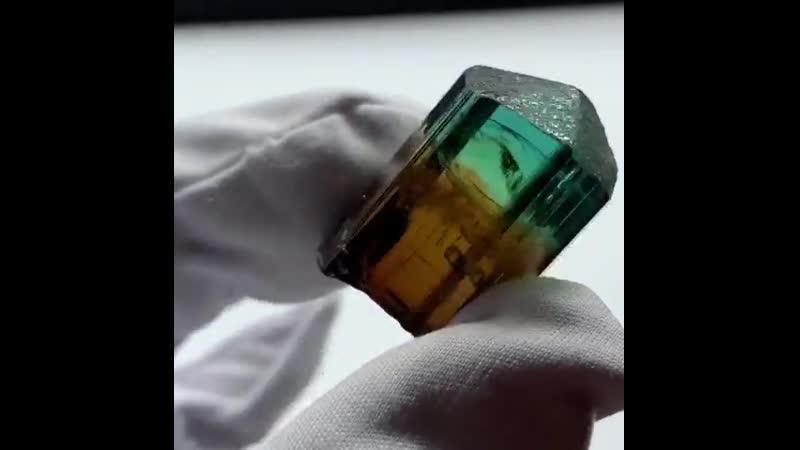 Турмалин из шахты Морро Редондо в Бразилии.