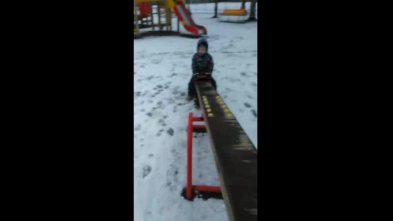 Эмилия гуляет зима 2020
