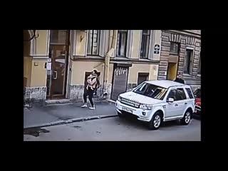 Падения двухлетней девочки из окна третьего этажа в Санкт-Петербурге