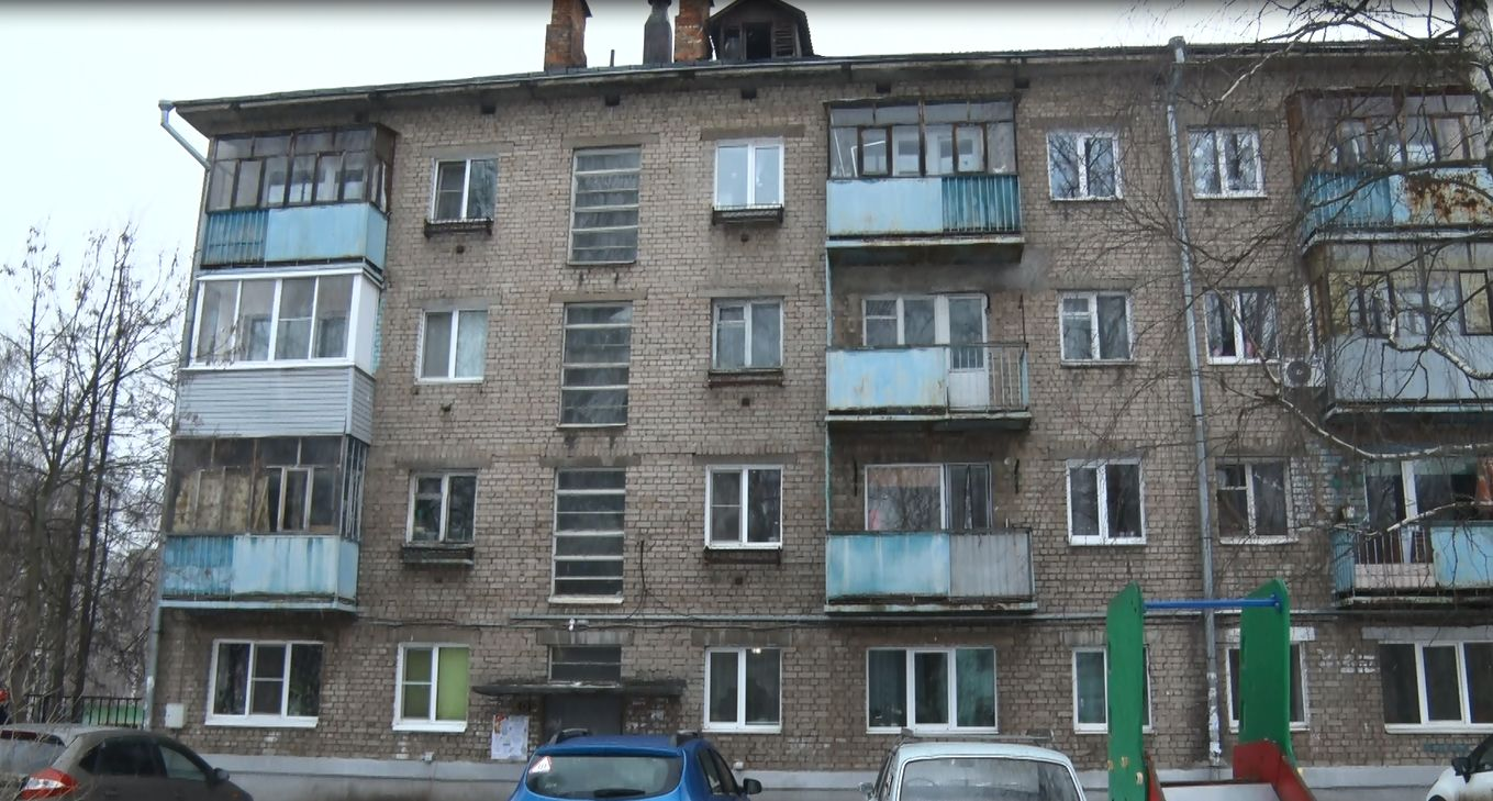 Балконы дома на Спортивной в Дядьково стоят на подпорках. Ремонта ждут уже несколько лет
