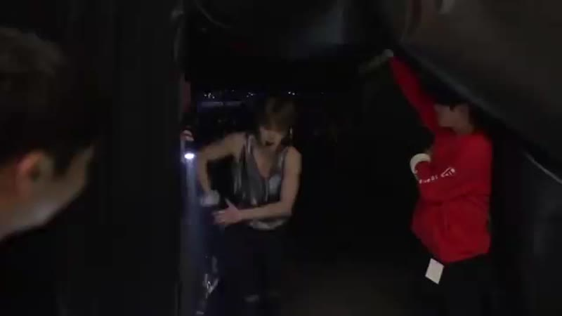 Пак Чимин - это когда бэд боя от 12 летнего мальчика отделяет лишь футболка с длинными рукавами.mp4