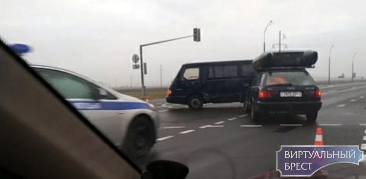 В соцсетях ищут очевидцев ДТП на ул. Мошенского в Бресте