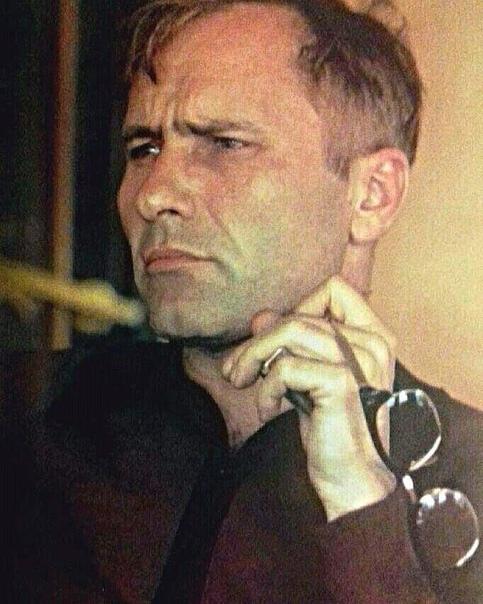 Он умер в 45 лет 2 октября 1974 года, создав свои первые шедевры - фильм Калина красная и книгу рассказов До третьих петухов, во время съемок фильма Они сражались за Родину Шукшин, уже