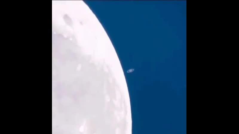 Луна и Сатурн вместе на расстоянии в 1,2 миллиарда километров друг от друга из Западной Австралии. ©️ Colin Legg