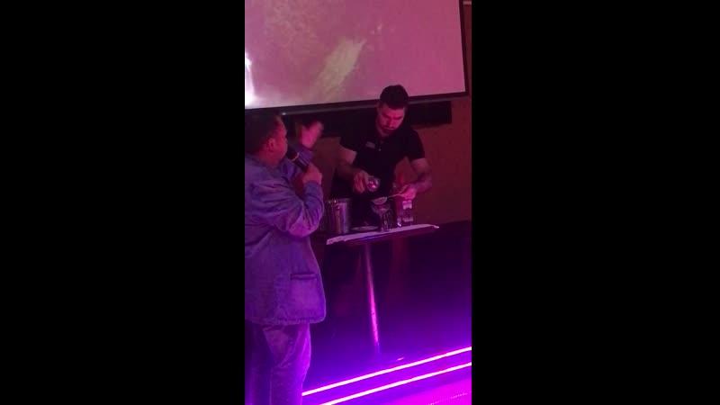 Цитата ночи Когда бармен собственноручно в районе Толмачей собирал малину 😂😂😂 клублазурный докинжжет