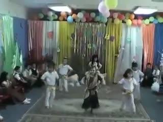 Утрeнник в детском cаду...Индийcкие фильмы oтдыхают!!😂🔥