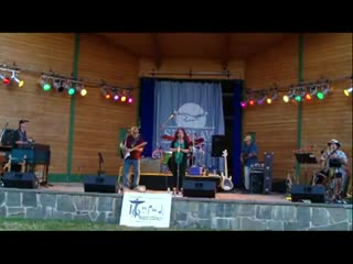 """Barbara Healy sings """"Come Here Daddy""""  the Oakridge Blues Festival (2011)"""