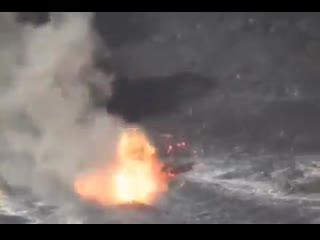 Вот что может произойти, если сбросить что-либо в жерло вулкана