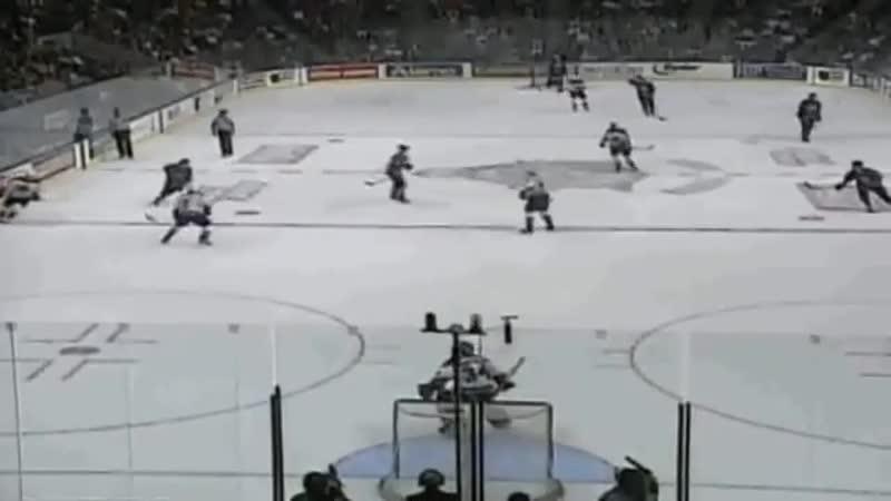 Одну из самых красивых шайб в карьере Валерий Каменский забил в регулярном чемпионате НХЛ сезона 1997/98 в матче «Колорадо Эвела