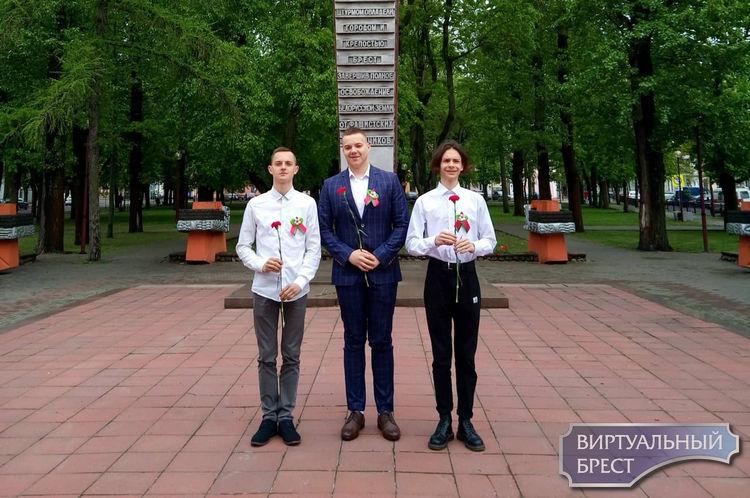"""В рамках акции """"Беларусь помнит. Помним каждого"""" состоялось возложение цветов"""