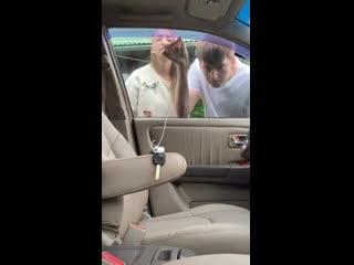 Жена забыла ключи в машине))