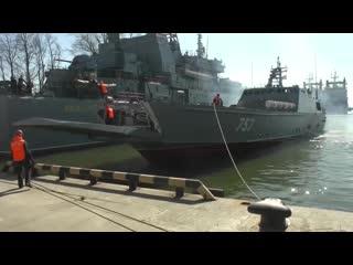 Погрузка морпехов Балтийского флота на десантные корабли в рамках учения