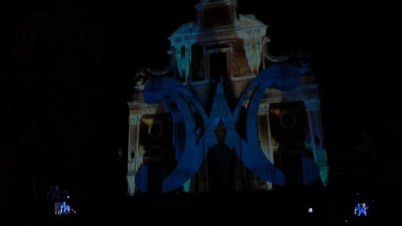 Световое шоу на площади Санта-Мария-делла-Стелла в г. Милителло, Сицилия
