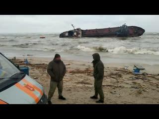 Танкер сел на мель под Одессой. Экипаж судна остается на борту