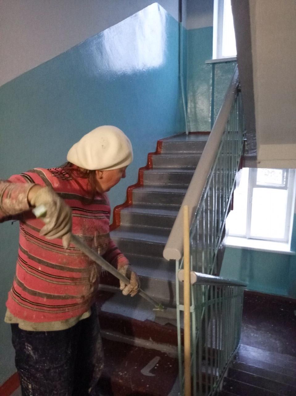 Улица Добролюбова дом 21 декоративный ремонт подъезда