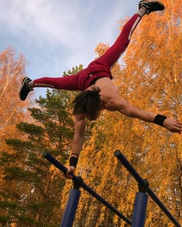 "✨BARIEV_LENAR✨ on Instagram: ""Autumn SESH💀🍂 . . . . . . . . . . @best_freestyle_combos @calisthenics_fam @markov_streetworkout @calisthenics_at..."