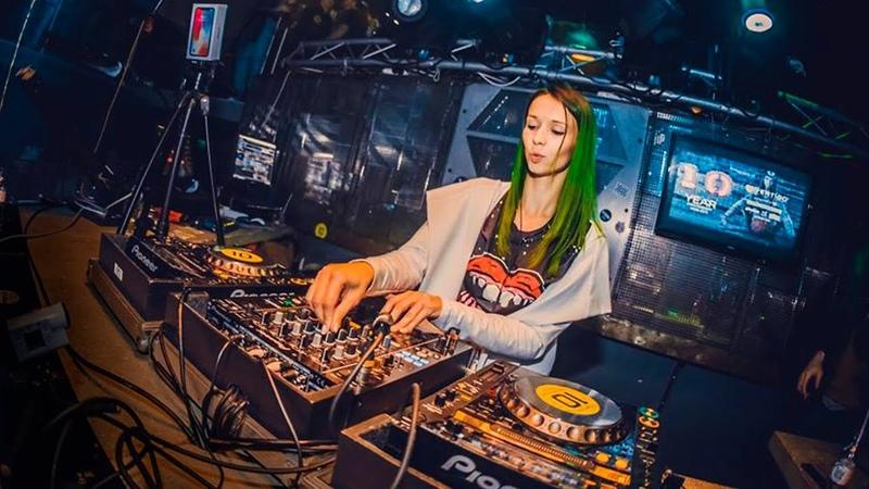 Miss Monique @ Vertigo Club Gyor Hungary 10 03 2018 Progressive house Techno Mix