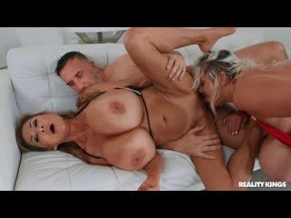 Minka, Kayla Kleevage - Jiggling Their Jugs