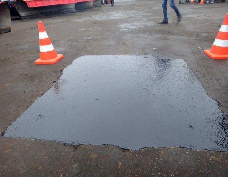 В Таганроге карто-ямочный ремонт покрытий автомобильных дорог производится с применением литой асфальтобетонной смеси