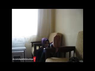 Kapalı türk kızın ayaklarını kızartıyor - ayak fetiş türkiye