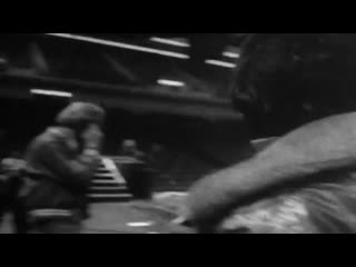 Queen - tie your mother down [backstage, 1977]