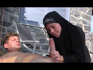 Порно -- ей 26 -- трахнул мусульманку на отдыхе в оаэ --  licky lex <><><><><>