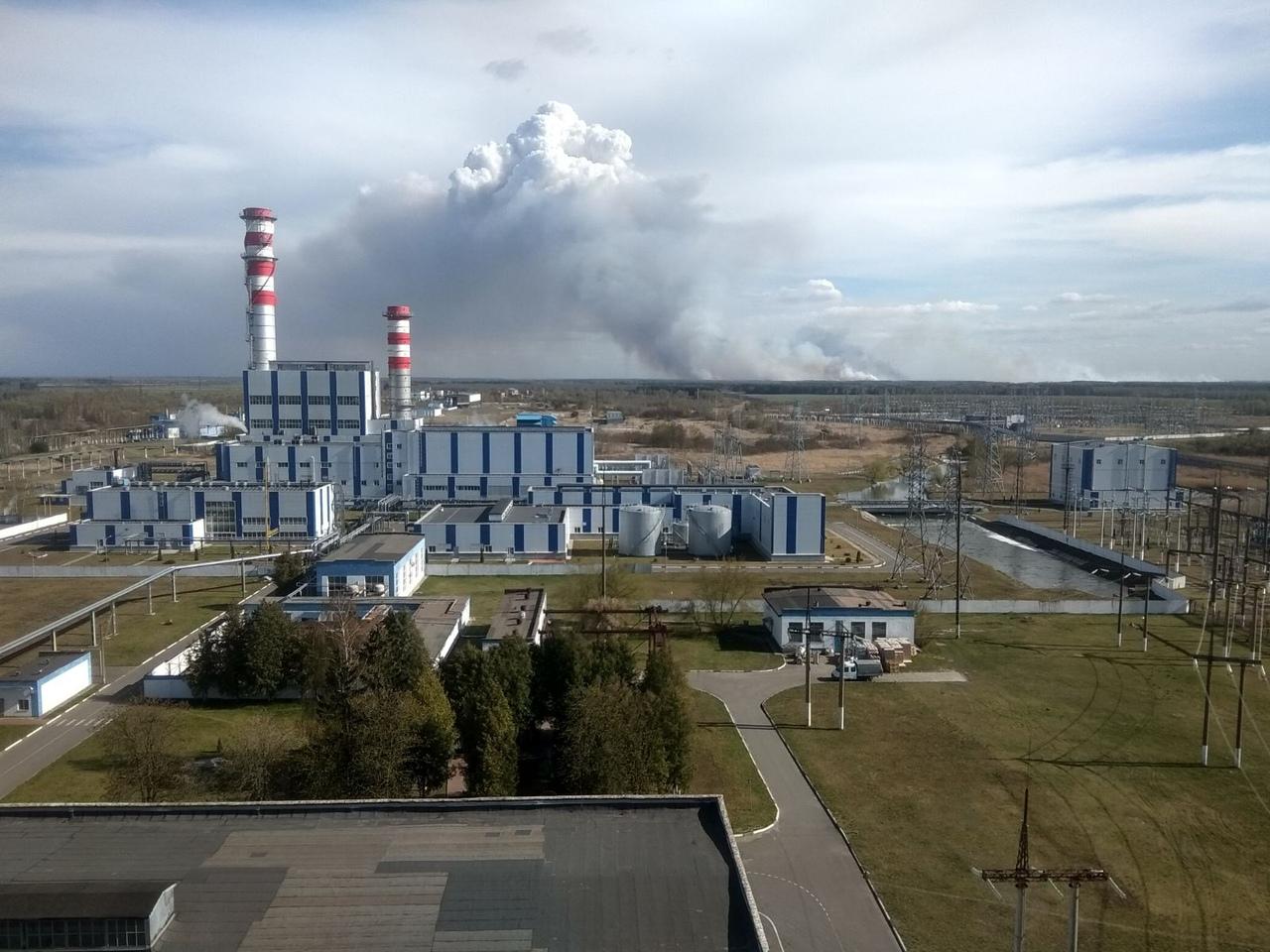 Масштабный пожар виден из Белоозёрска. Уничтожены 12 строений, перекрывались дороги