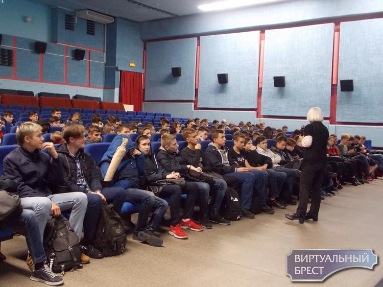 Специалисты Брестского областного ЦГЭиОЗ провели лекции на тему здорового образа жизни для учащихся политехнического колледжа