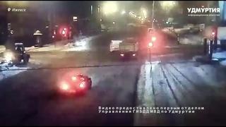НОВОСТИ УДМУРТИИ | Грузовик столкнулся с автомобилем поисково-спасательной службы  в Ижевске