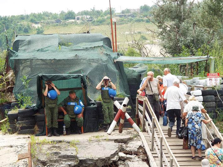 Как происходит пересечение КПП ЛНР в Станице (фото)