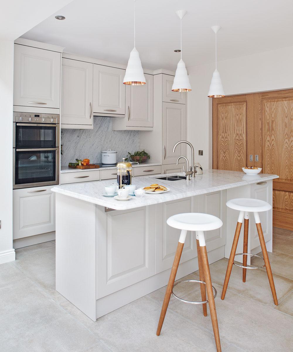 план кухни со встроенной техникой до потолка