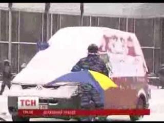 Беркут срывает прапор Украины! Киев Майдан Украина   YouTube 360p