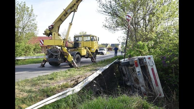IFA ADK 80 daruval emelték ki a patakmederből a Peugeot kisteherautót Kemenesszentmártonnál