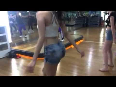 Ngọc Trinh bị quay lén vòng 3 khi đang tập nhảy