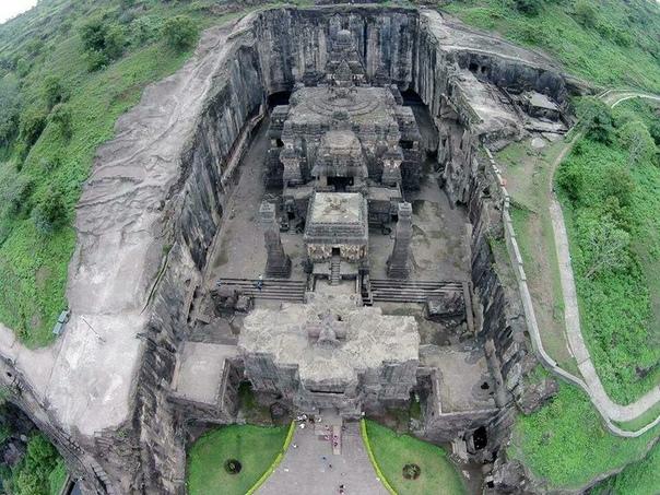 Храм Кайласа вырезанный из монолитного камня