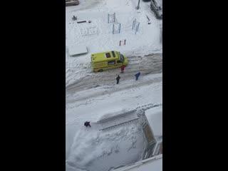 В Москве во дворе застряла скорая