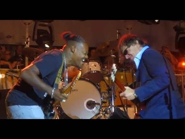 Best guitar duel ever Joe Bonamassa and Eric Gales~John Henry