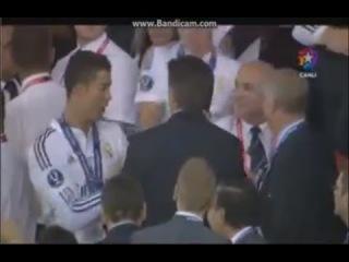 Cristiano Ronaldo Surprised by Sir Alex Ferguson Congratulation - UEFA Super Cup Win 12/08/2014 HD