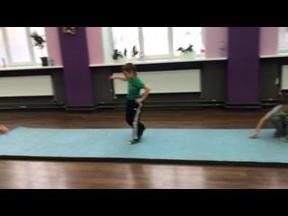 Акробатика на практике - городской танцевальный лагерь СНЕЖНЫЙ КОМ 2021