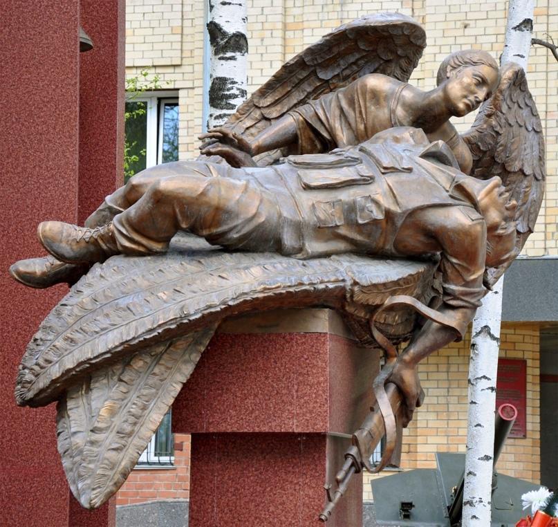 ПАМЯТИ ПОГИБШИХ 21 ГОД НАЗАД МОТОСТРЕЛКОВ И ВОИНОВ-РАЗВЕДЧИКОВ ИЗ ПСКОВА